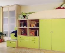 Кровать черда с полками и шкафом, лестница с ящиками. Шкаф - раздвижная система Integro.