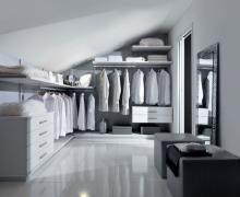 Система хранения - гардеробная под мансардой, крепление к стене
