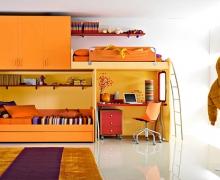 Два спальных места, рабочий стол, шкаф для одежды. Фасады ЛДСП Egger