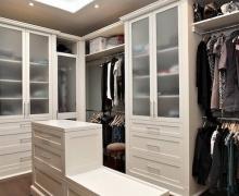 Классическая гардеробная, фасады  - рамочные AGT, стекло сатин