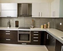 """Кухня """"L""""-образная, фасады низ - ЛДСП Egger, верх  AGT матовый"""